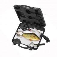 Filéväska med sax kniv fiskfjällare och skärbräda